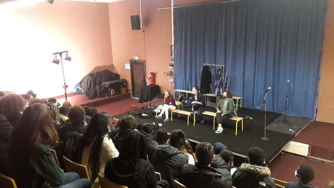 Spectacle «Specimens» joué dans l'amphithéâtre du lycée